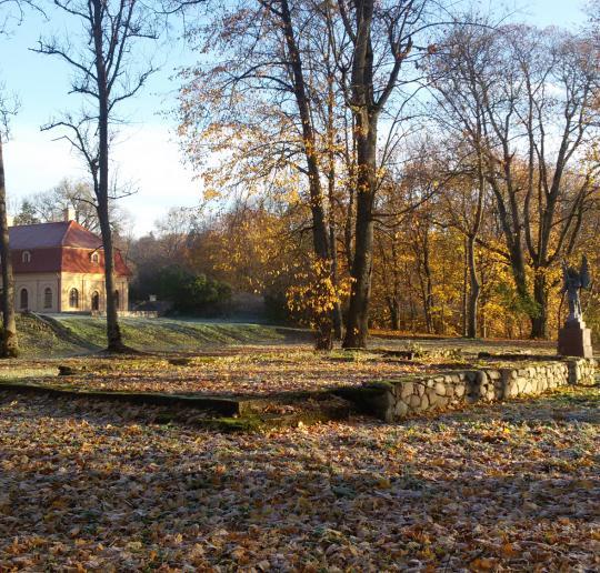 Praeities paslaptis tebesaugančios Lietuvos dvarų šventyklos
