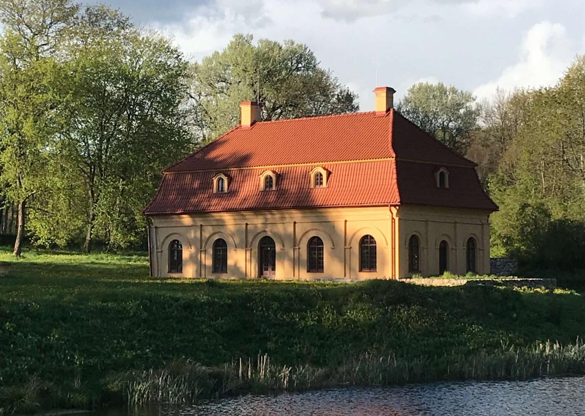 Oranžerijos: išskirtiniai pastatai dvarų aplinkoje