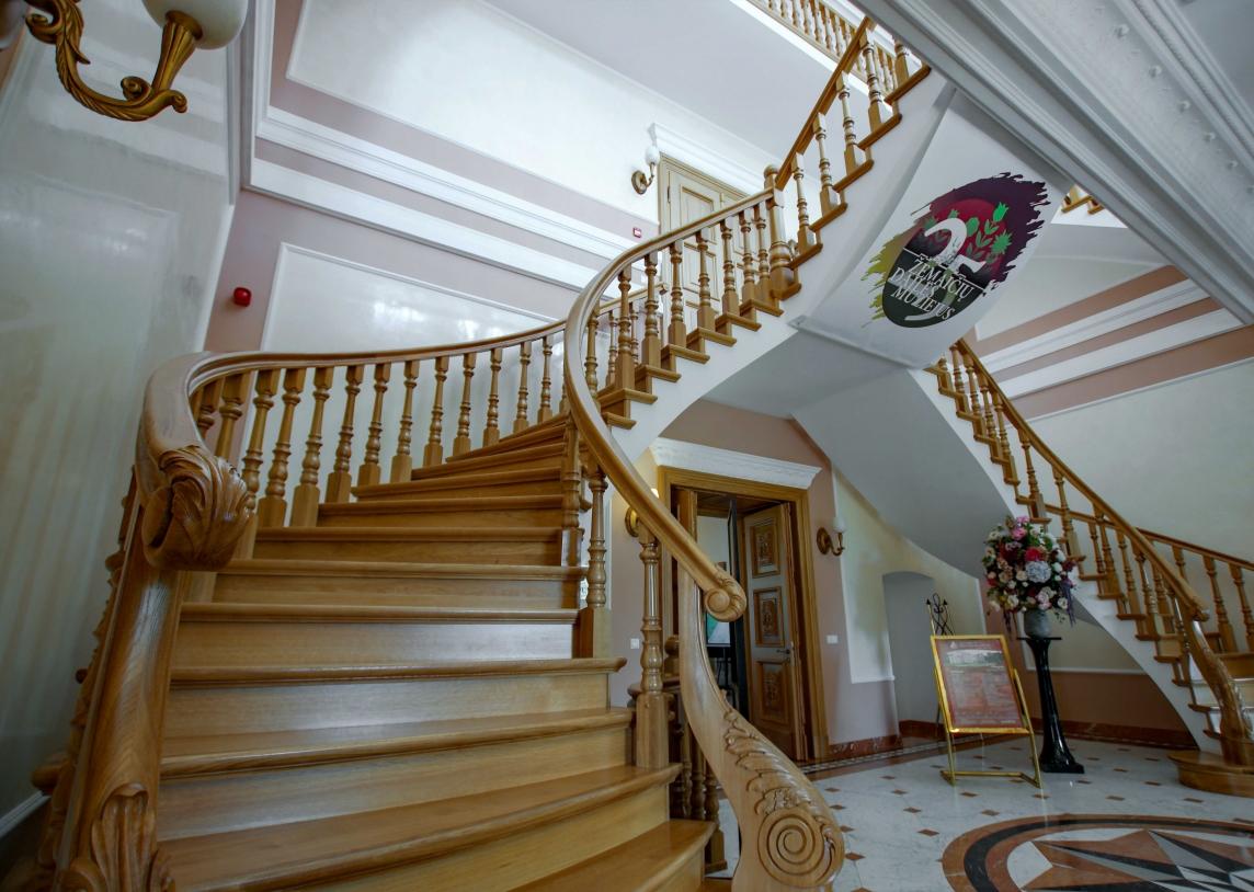 Отголоски старинных музыкальных традиций в залах современных замков и поместий