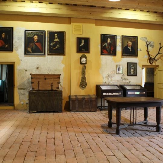 0026_liubavo-dvaras-muziejaus-ekspozicija-gintaro_karoso_fotografija_1616658884-a4690d76a109ba7ba8f362cd415e940e.jpg